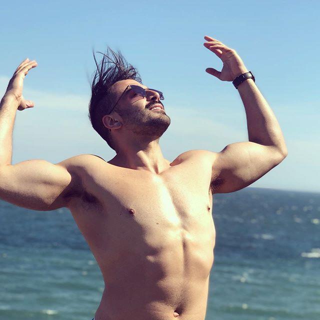 Dancing through life . . Photo by @stevbow . . . #dalkey #dalkeyisland #beach #irishsummer #irish #suburbs #funday #tuesday #dancing #posing #photography #goprohero5 #photooftheday #irlanda #verão #free #freedom #justme