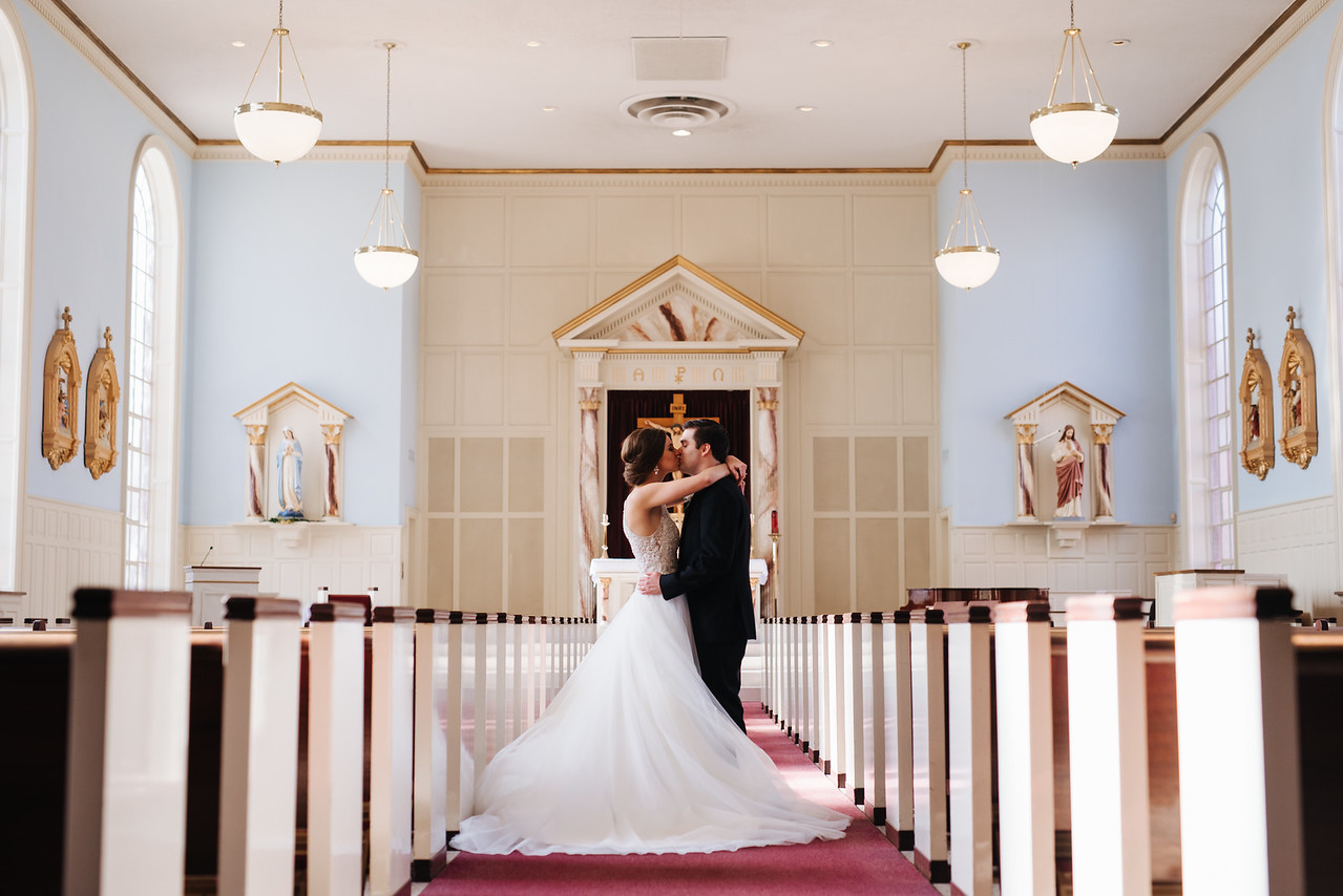 bride and groom st marys catholic church wedding photographer theo graphics epoch co texas wedding planner