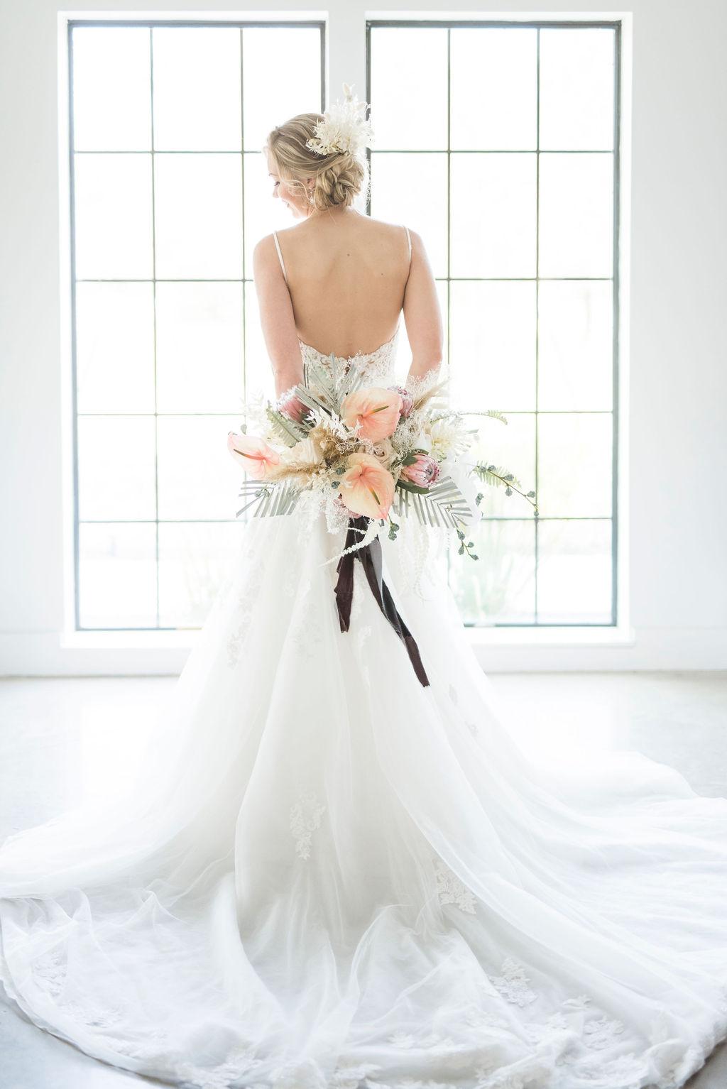 modern beachy boho bridal hair bouquet inspiration wedding venue houston meekermark planner epoch co