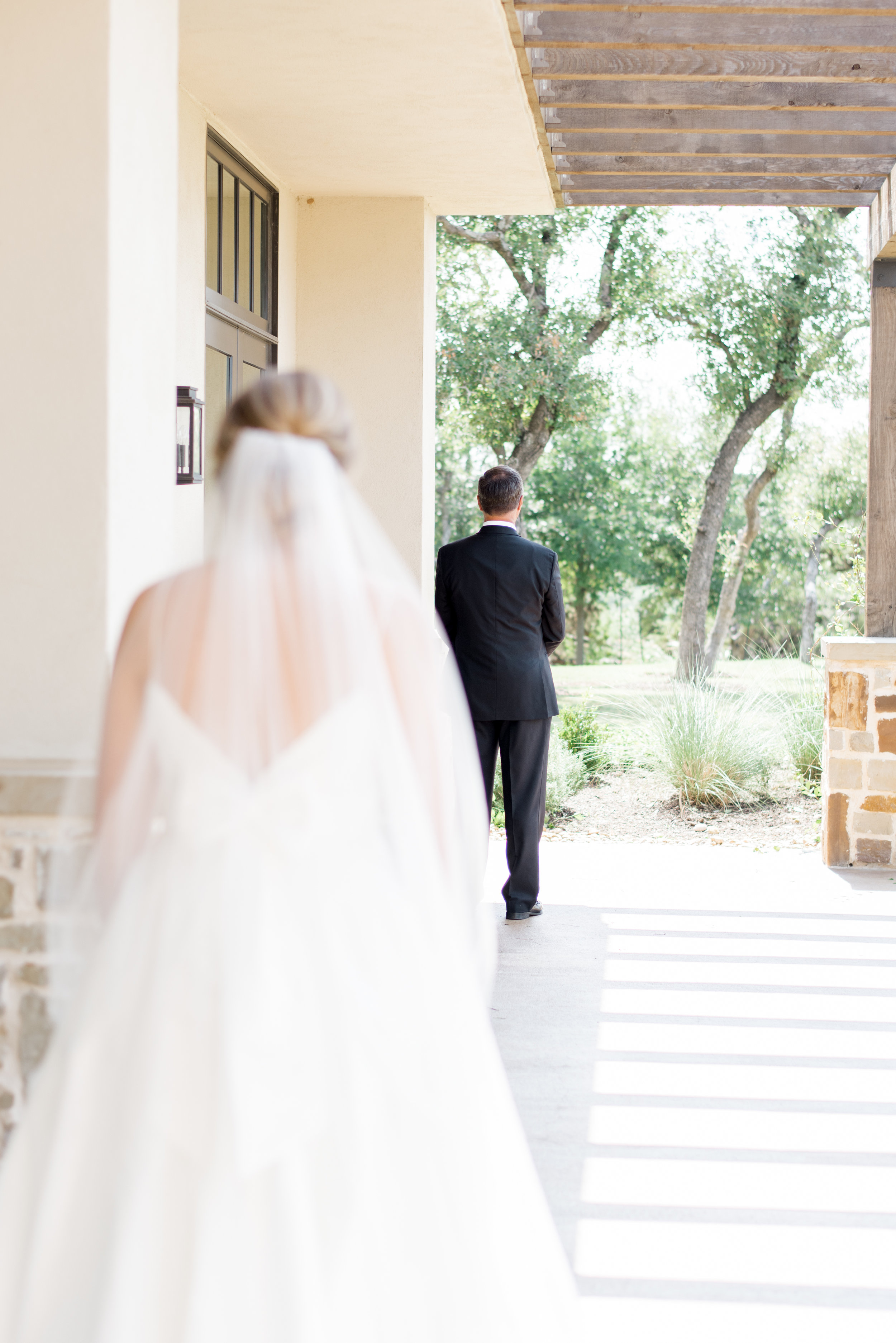 first look with dad wedding day canyonwood ridge austin wedding venue + planner coordinator epoch co + erin elizabeth photography