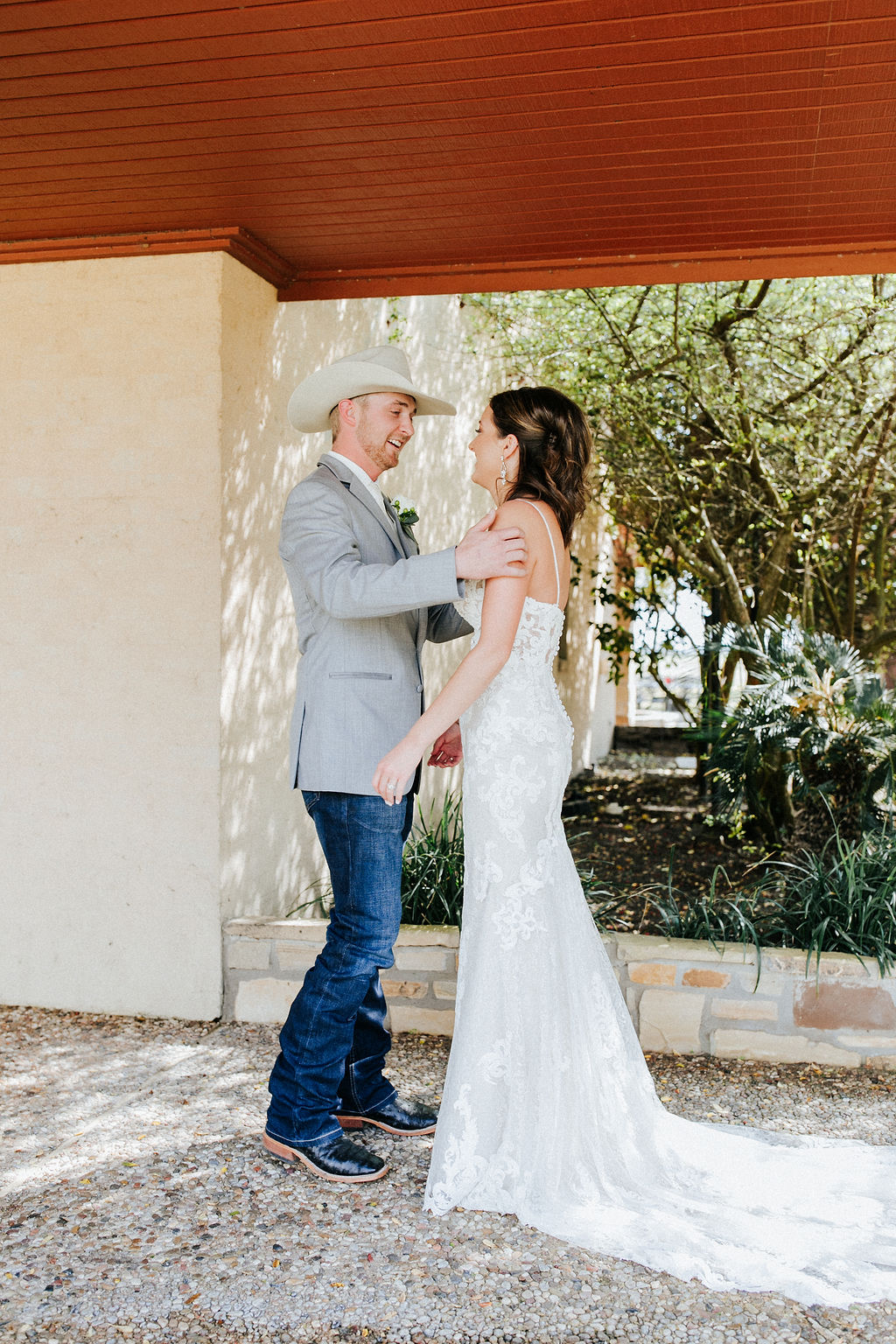 First Look Wedding Pictures Bride Groom Kaleigh Riley Velvet Wire Photography Texas Wedding Planners Epoch Co