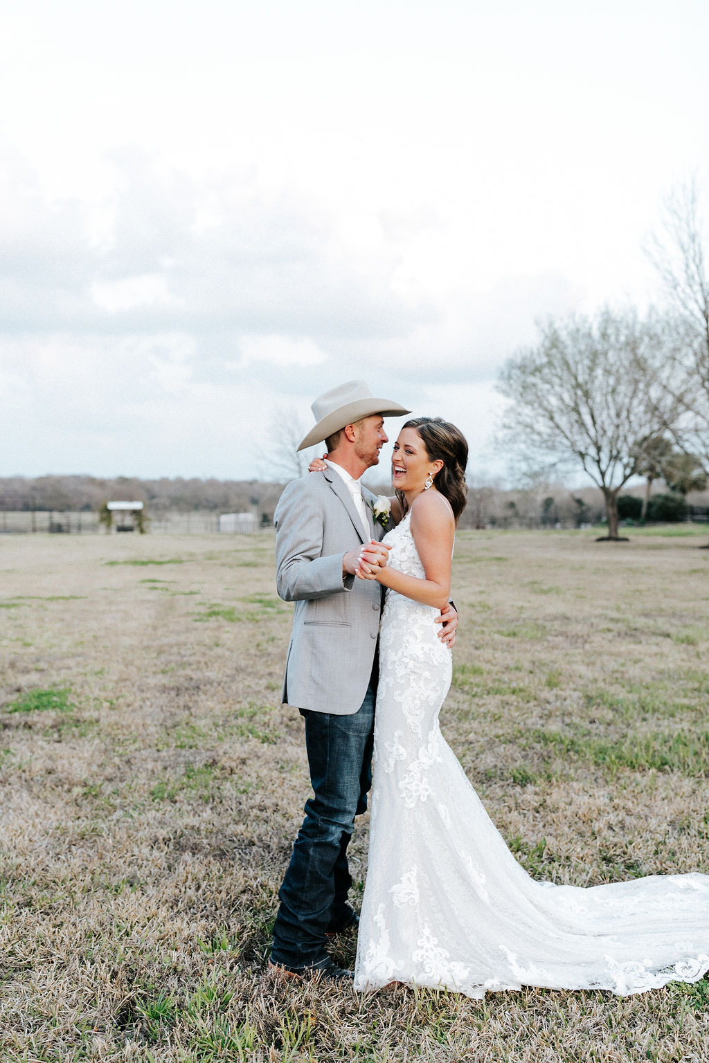 Epoch Co+ Destination wedding planner | First Look Photo Ideas with Groom | Bride + Groom Photography Posing | Velvet + Wire Photography | Austin Wedding Planner