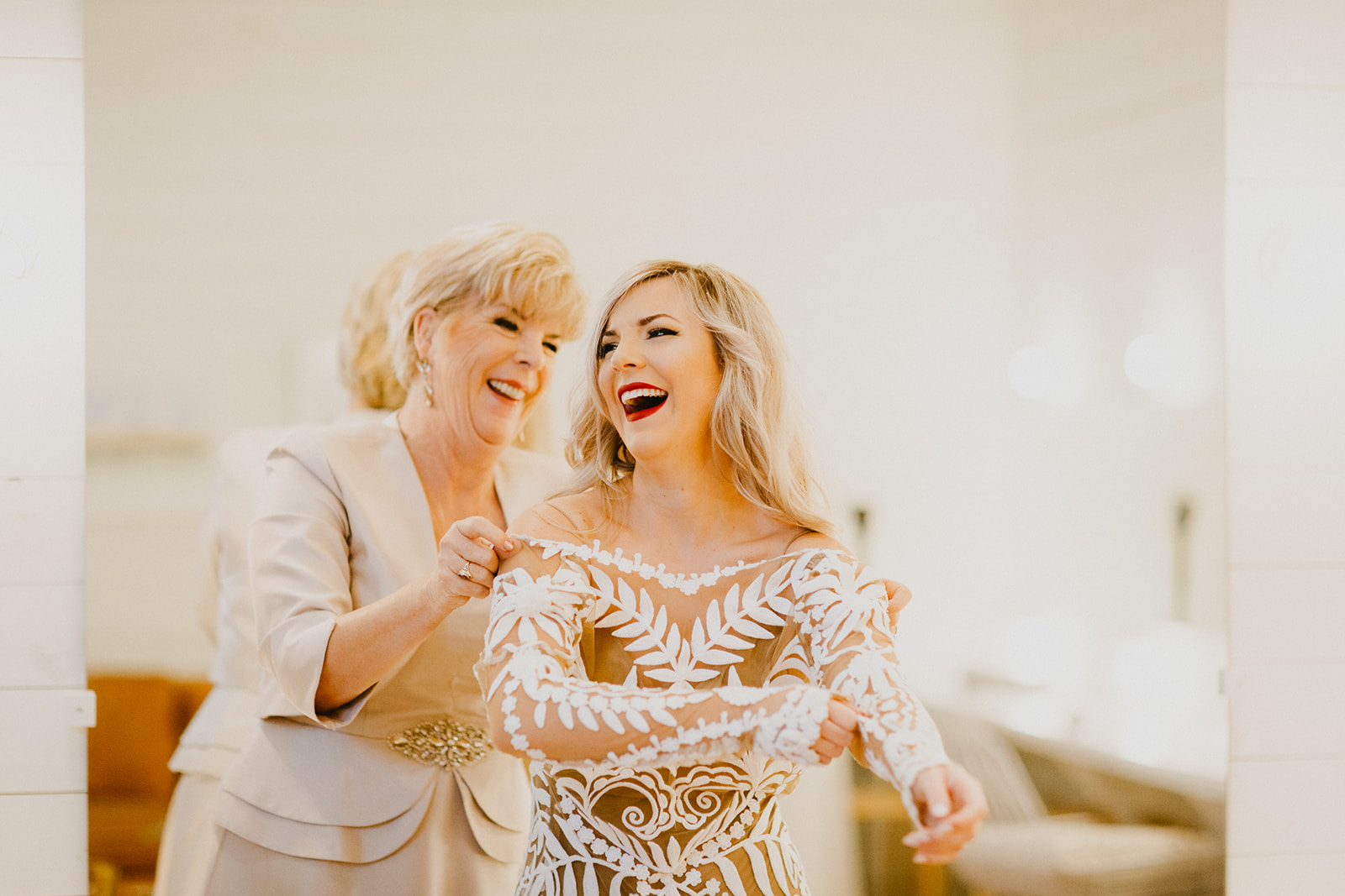 mother daughter getting ready images + wedding day + photographer century tree + wedding planner epoch co