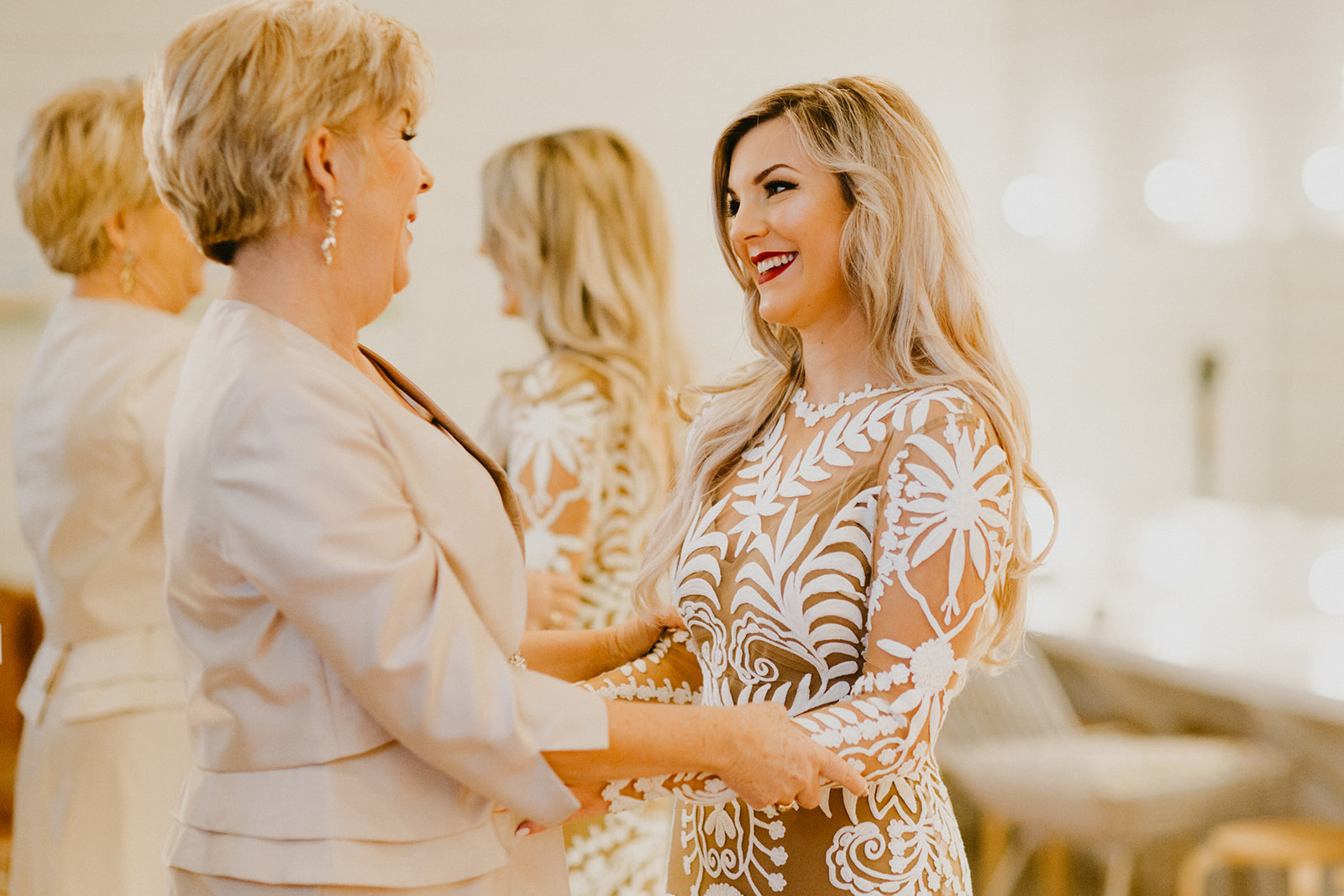 mother daughter getting ready images + century tree photographer + wedding planner epoch co