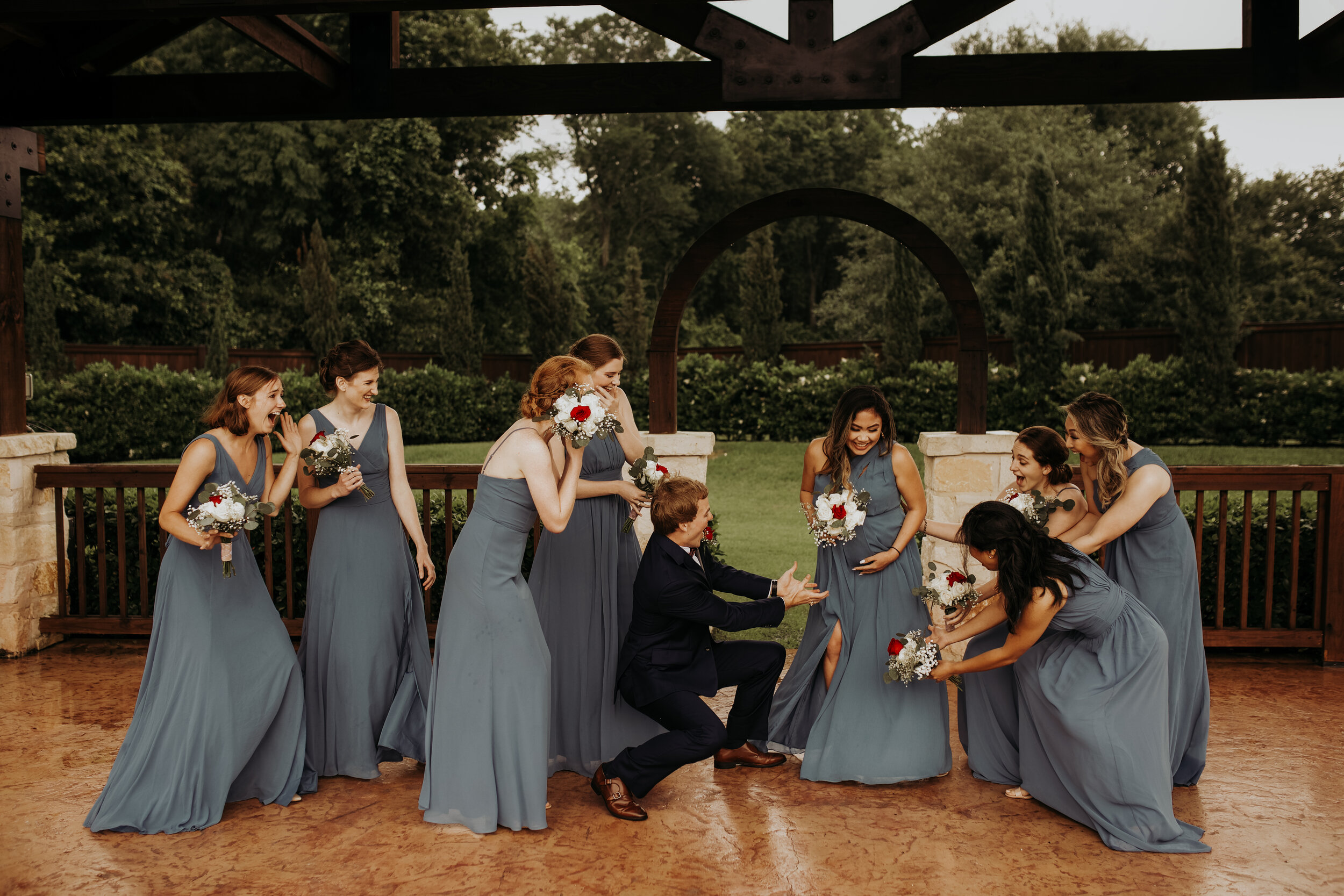 Bridesmaids with Groomsmen || Fun Bridesmaid Pictures || Houston Planner || Epoch Co+