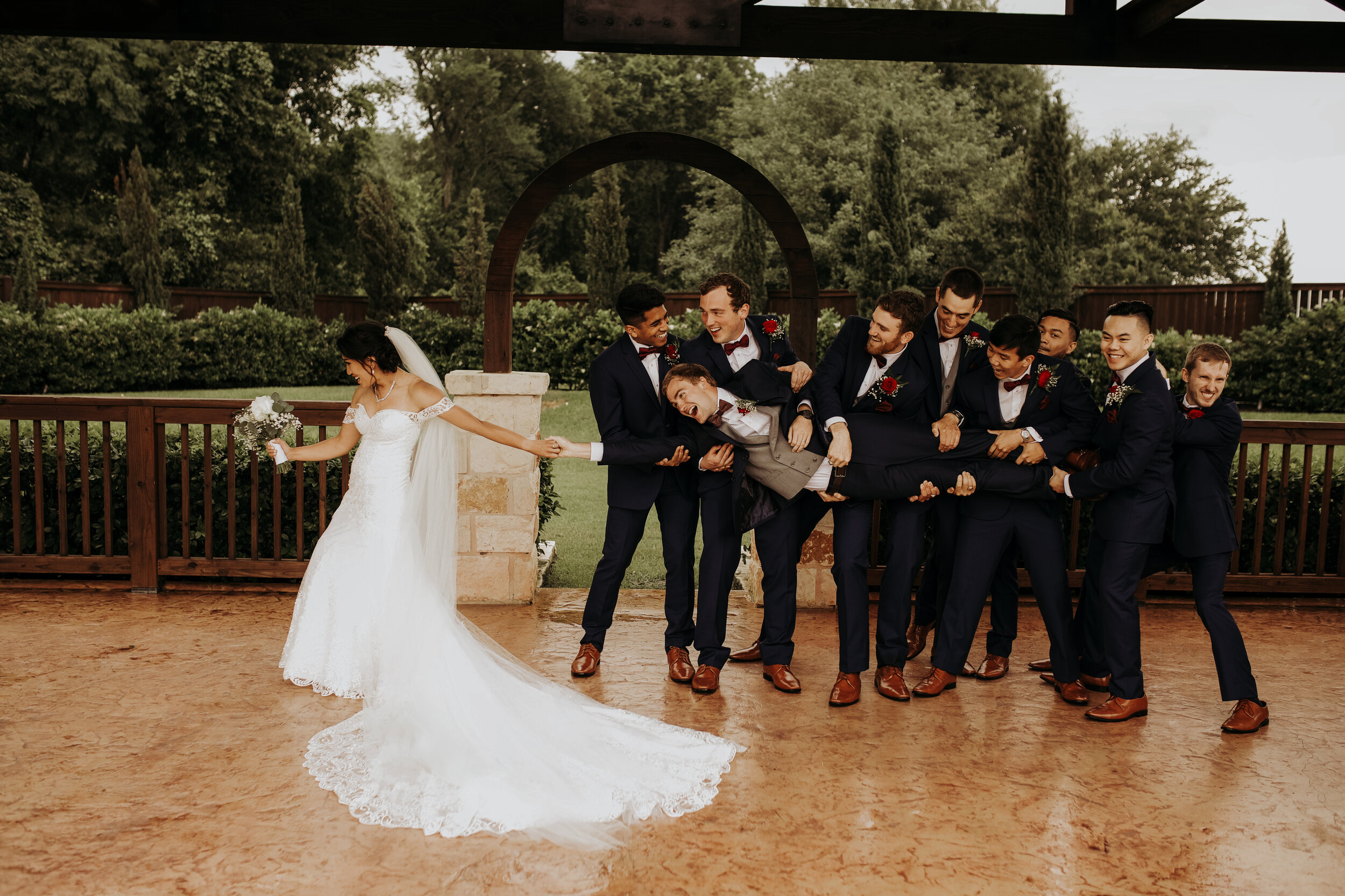 Fun Couple and Groomsmen Picture || The Springs at Katy, TX || Houston Planner || Epoch Co+