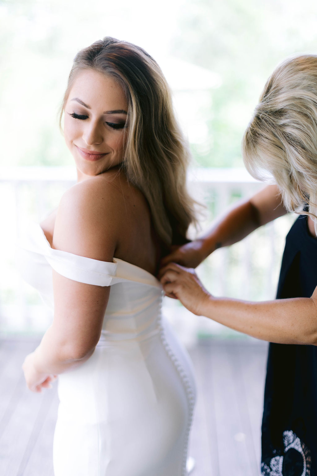 Bride and Mom Getting Ready | The Vine at New Ulm | Austin Wedding Planner
