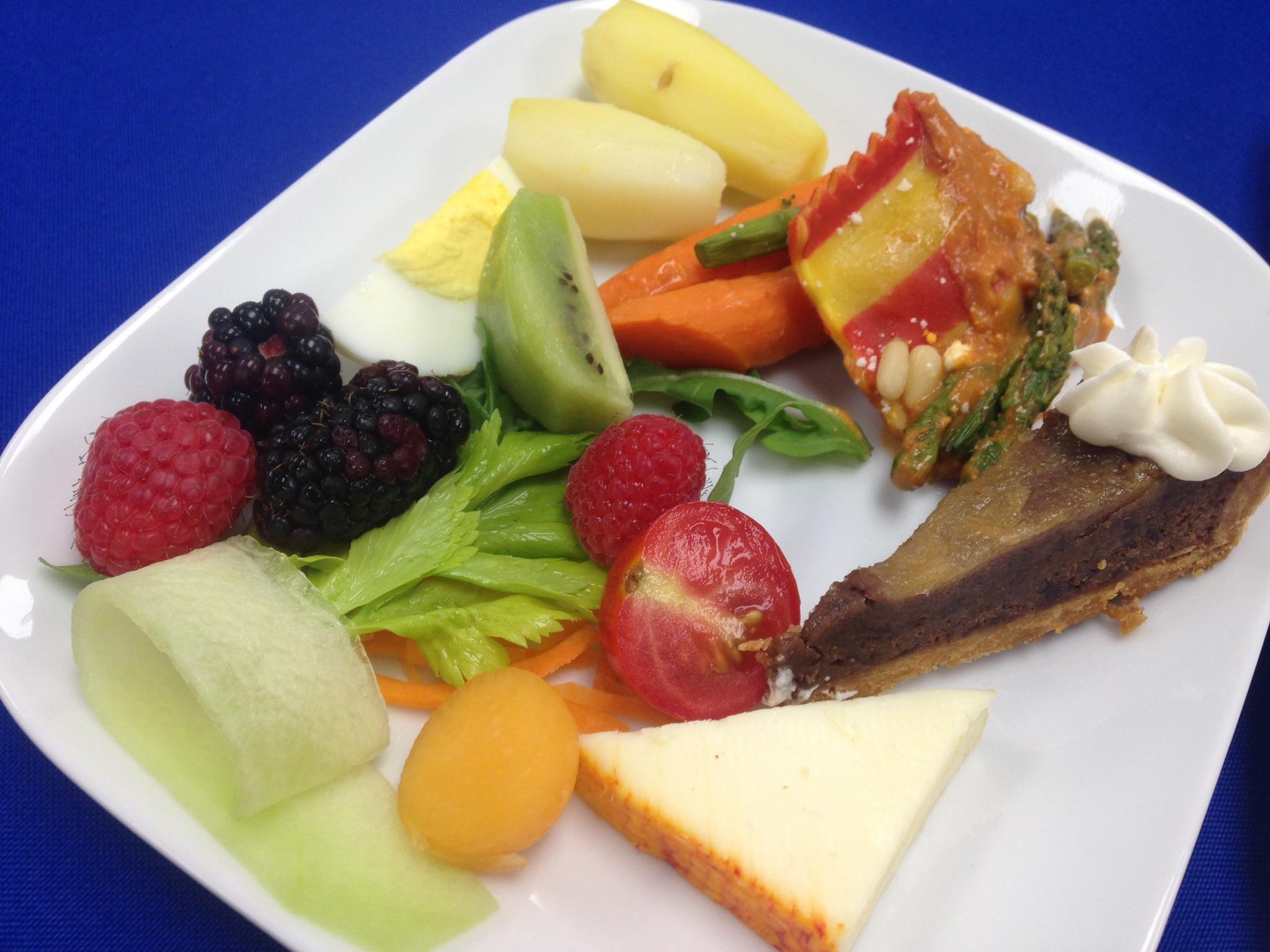 Tasting airline food