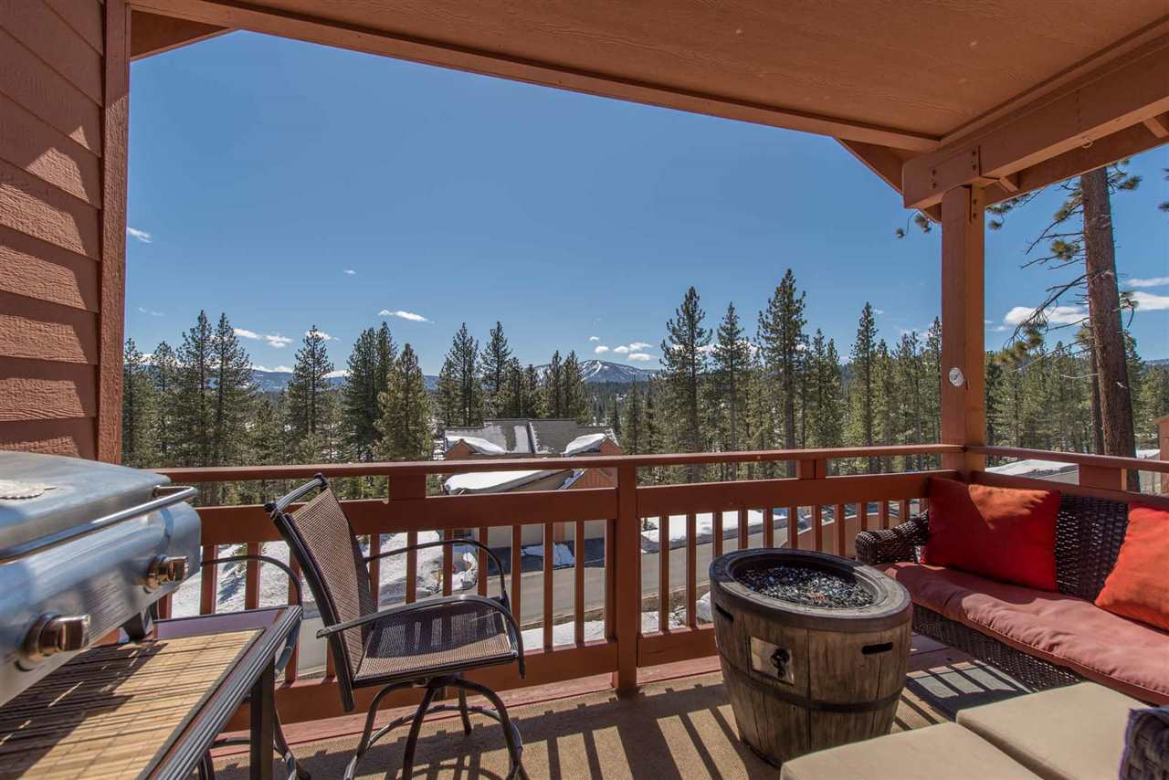 Sunny Downtown Truckee Townhome with Views