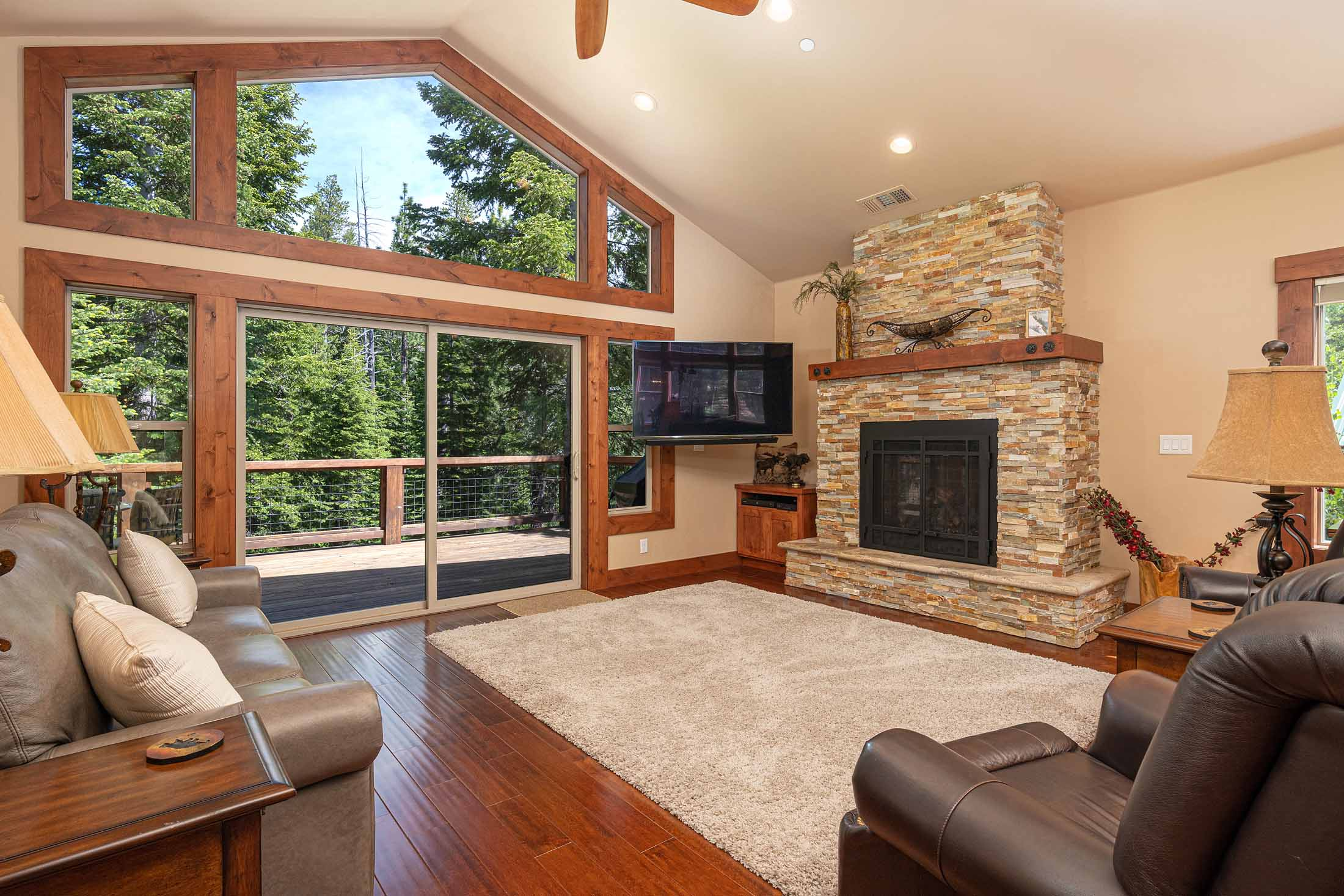 Sunny Tahoe Donner Home Near Golf Course