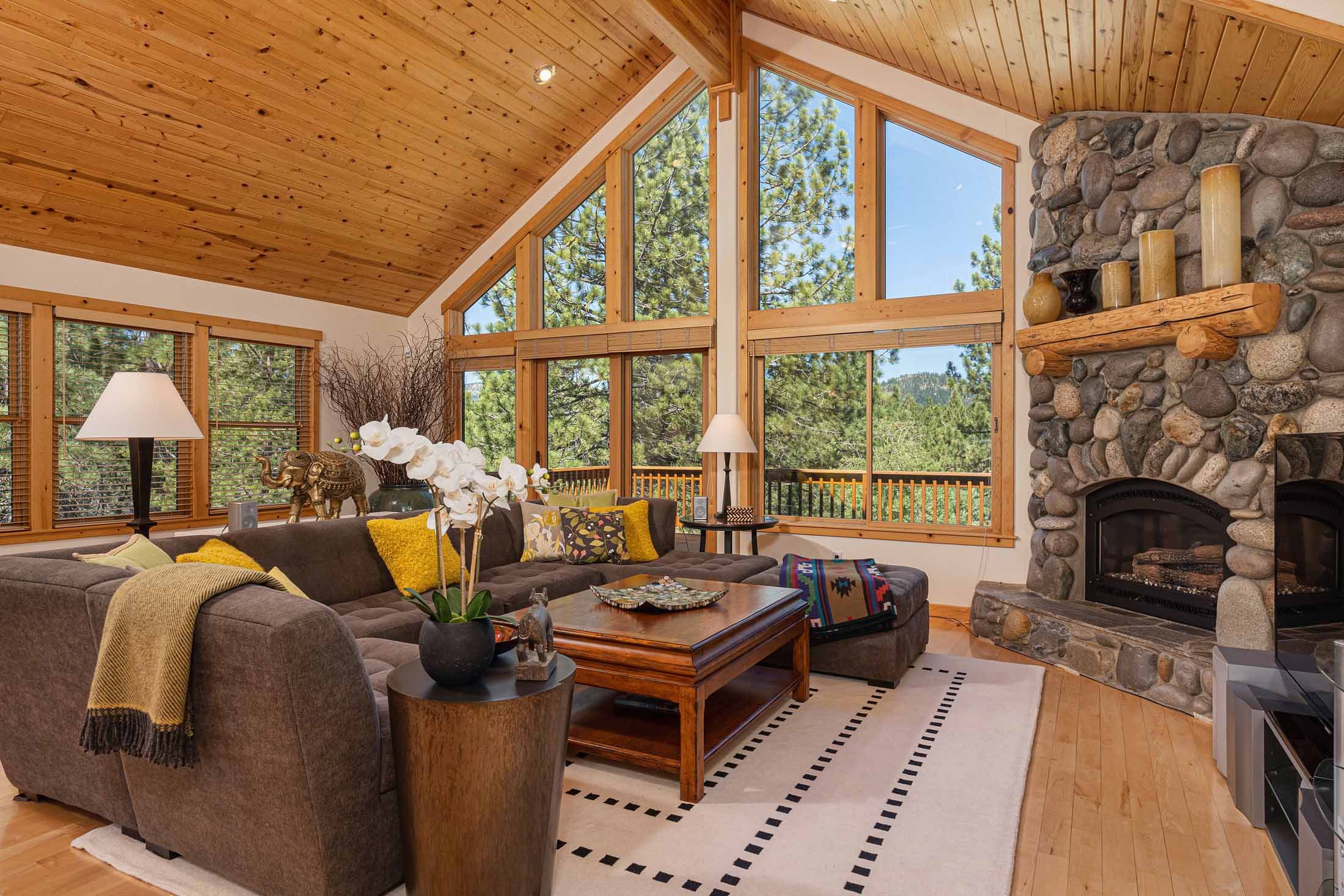 Ski In/Ski Out of this Beautiful Tahoe Donner Home