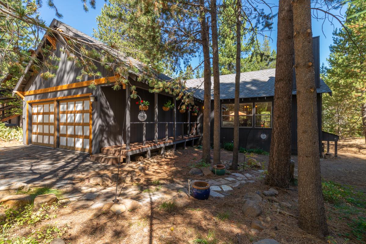 Darling Tahoe Donner Cabin