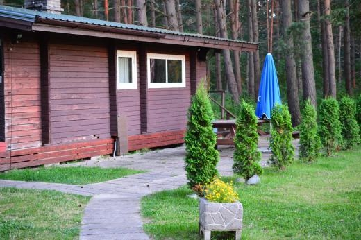 The wood-fired sauna house allows 4–5 people to enjoy the sauna at any one time. In front of the sauna is a room with a fireplace and a balcony, which is perfect for enjoying some drinks during sauna.