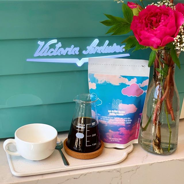 Any day is a good day to slow down a bit and enjoy a special coffee made to order.  Now serving @enjoylunacoffee Jelly Donut and Date Juice on our pour over menu. We also carry their beloved Disco Marmalade and the latest Pineapple Cake whole beans for retail.  Take a moment for yourself and head over here to try something new ✨ #everbeancafe #community #enjoylünacoffee