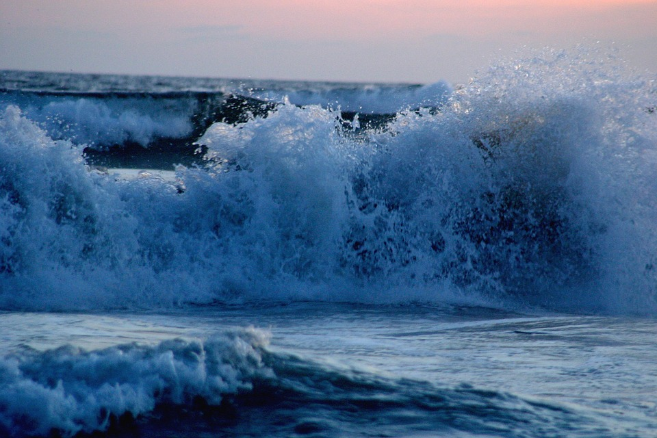 wave-696871_960_720.jpg