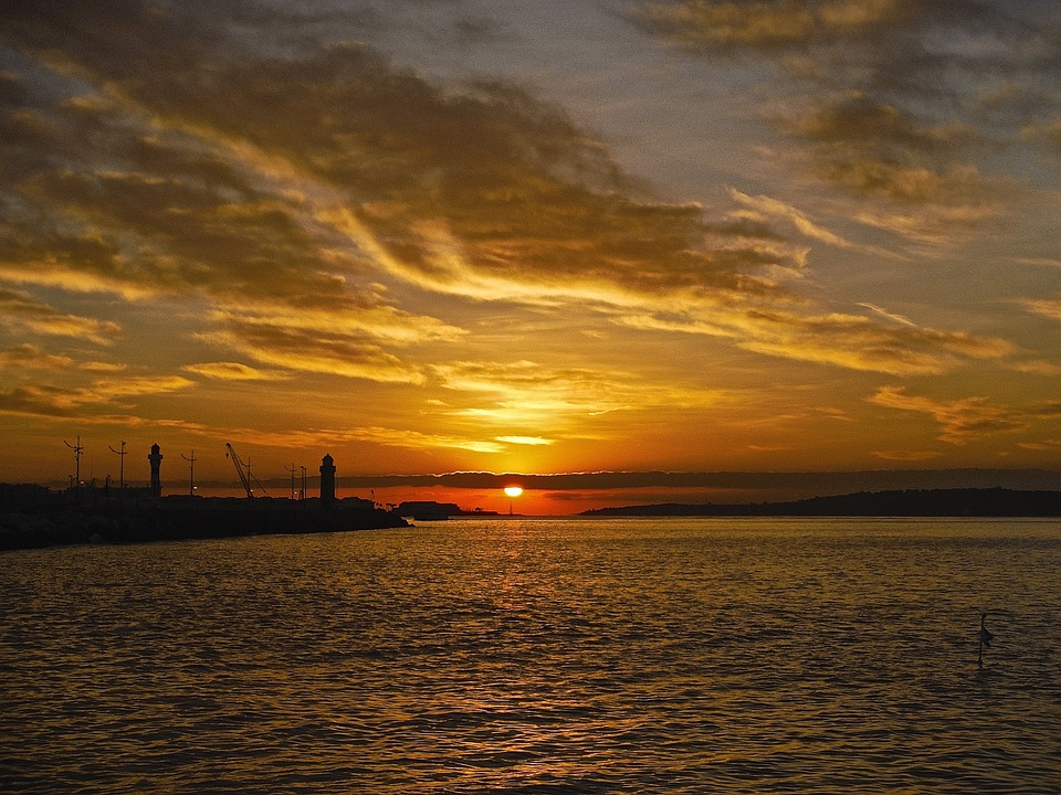 sunset-1644692_960_720.jpg