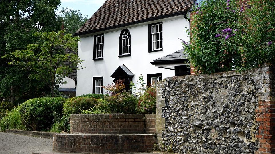 cottage-1522518_960_720.jpg