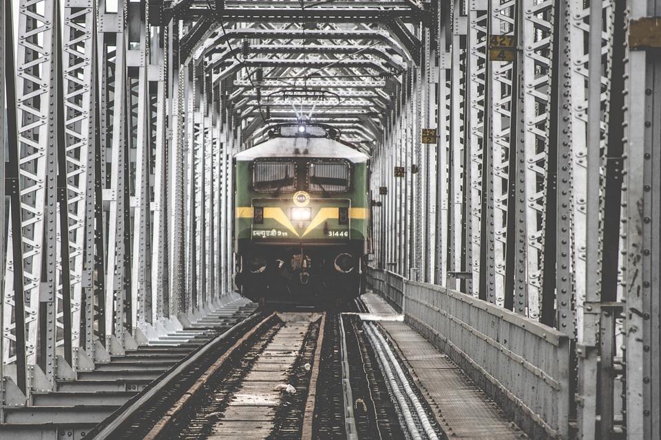 train-1209291_960_720.jpg
