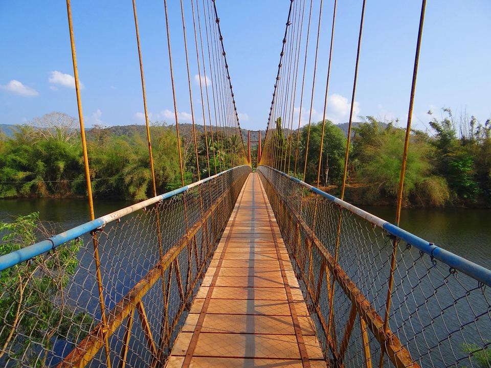 hanging-bridge-276142_960_720.jpg