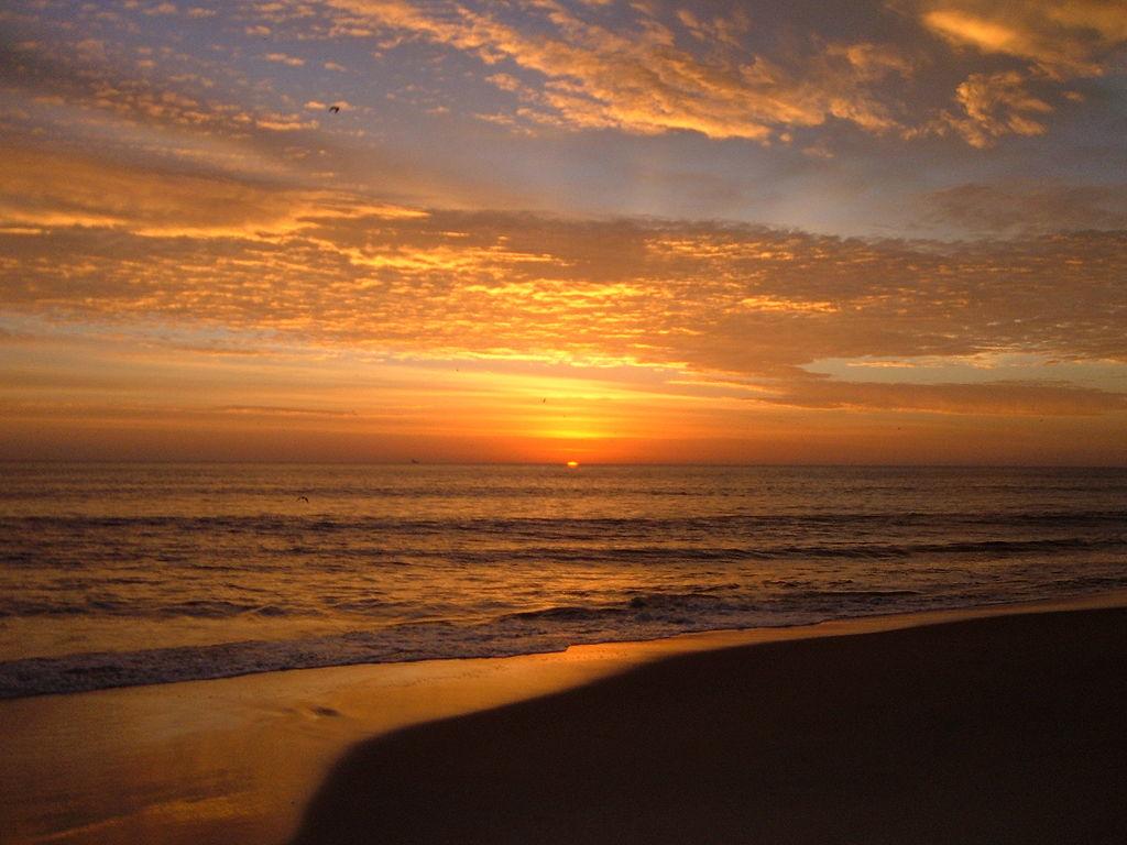 1024px-Sunrise_Virginia_Beach.jpg