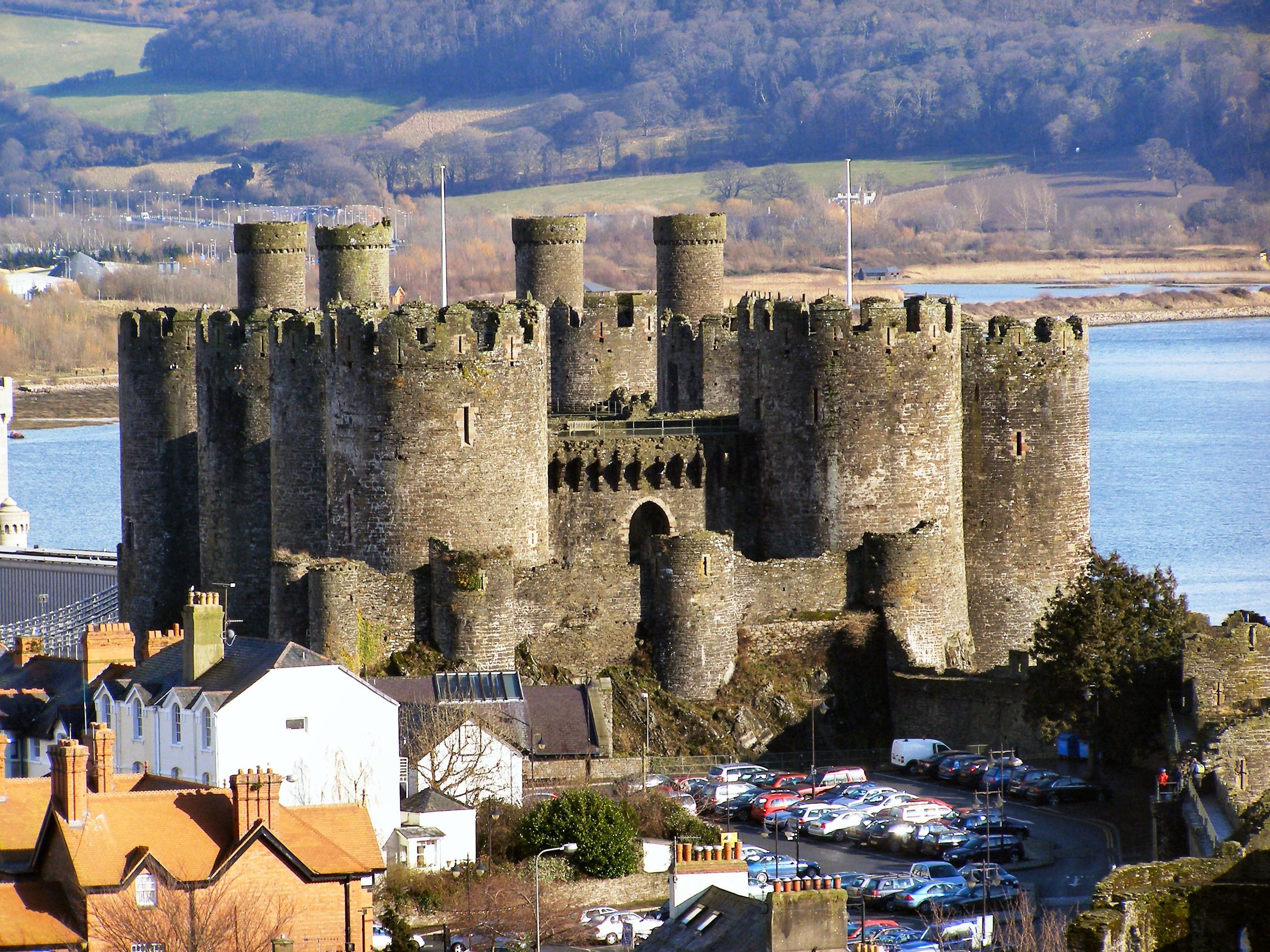 Conwy_Castle_and_car_park_from_Town_Walls_-_geograph.org.uk_-_1723358.jpg