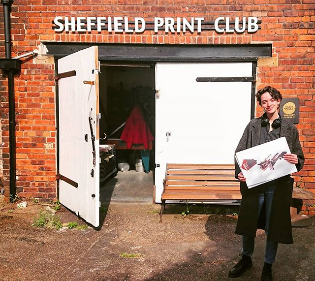 Our lovely workshop attendee from Saturday's private lesson! If you're interested to book yourself onto a private lesson or do one with a friend, check out our website sheffieldprintclub.org 👈 🔸 🔸 #sheffieldprintclub #sheffieldprintstudio #printworkshop #printisntdead #printersofinstagram #paperprint #paperprinting #makerslife #sheffield #sheffieldworkshop #sheffieldissuper #sheffieldartist #sheffieldmakers #sheffieldevents #sheffieldissuper #artsheffield  #visitsheffield #keepitlocal #socialsheffield #shoutaboutsheff #supportlocal