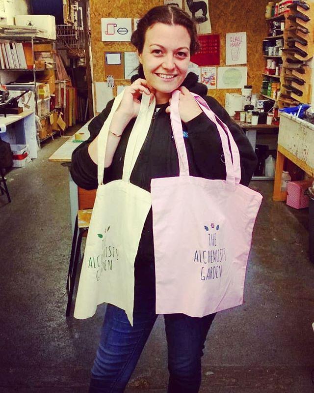 Jessica's fabric workshop with Sam at the start of June! 🔸 🔸 #sheffieldprintclub #sheffieldprintstudio #printworkshop #printisntdead #printersofinstagram #fabricprint #makerslife #sheffield #sheffieldworkshop #sheffieldissuper #sheffieldartist #sheffieldmakers #sheffieldevents #sheffieldissuper #artsheffield  #visitsheffield #keepitlocal #socialsheffield #shoutaboutsheff #supportlocal