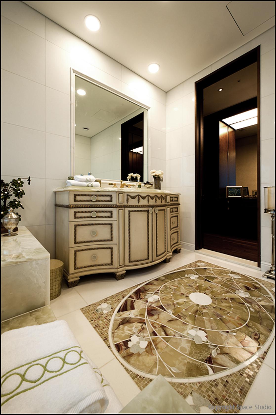 Bathroom_06.jpg