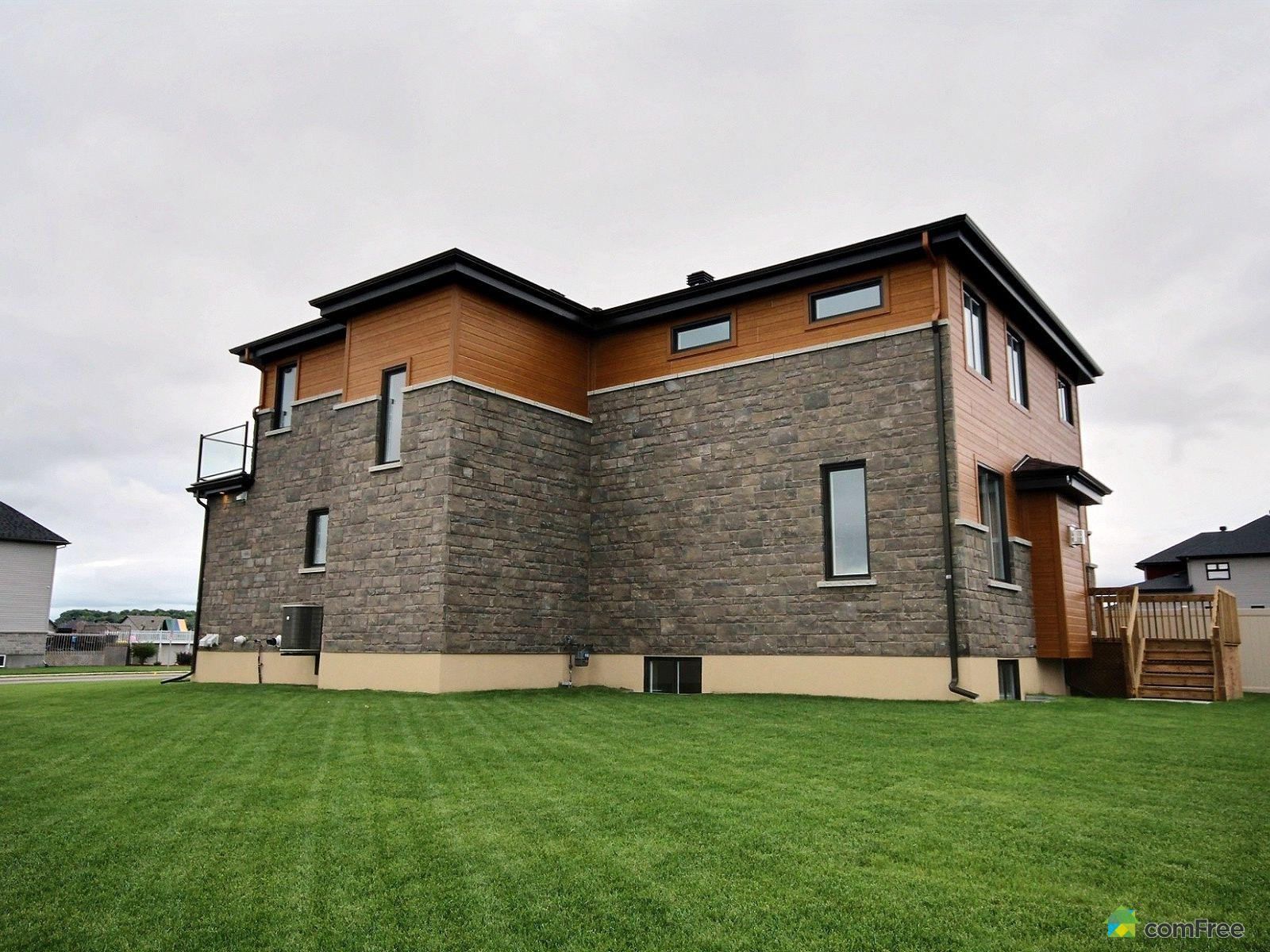 side-view-new-home-for-sale-rockland-ontario-1600-6589189.jpg