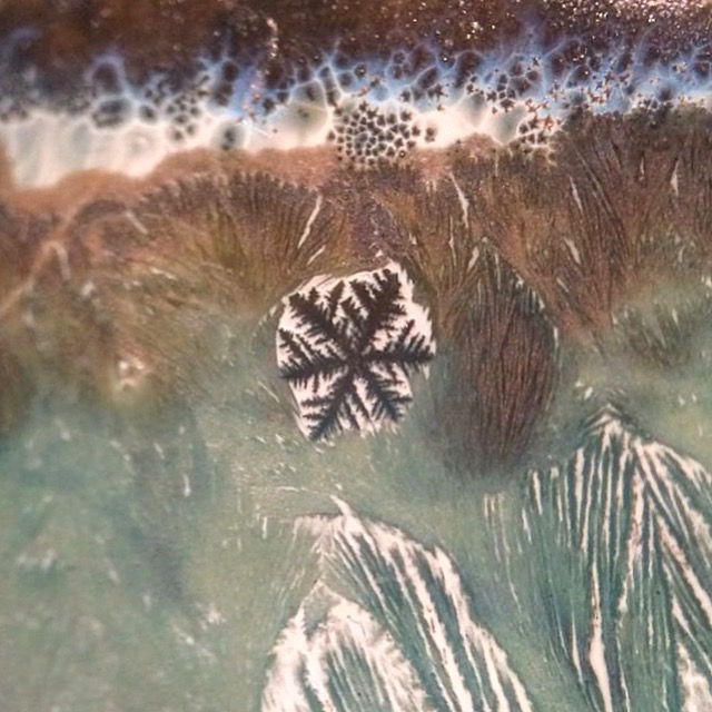 A rare and mysterious dendrite shaped crystal in a glaze.