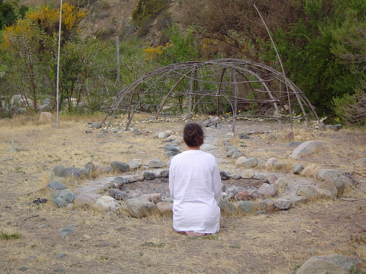 Angelica Pérez. Ceremonial performance. At Ay Ombe Theatre Retreat Chile