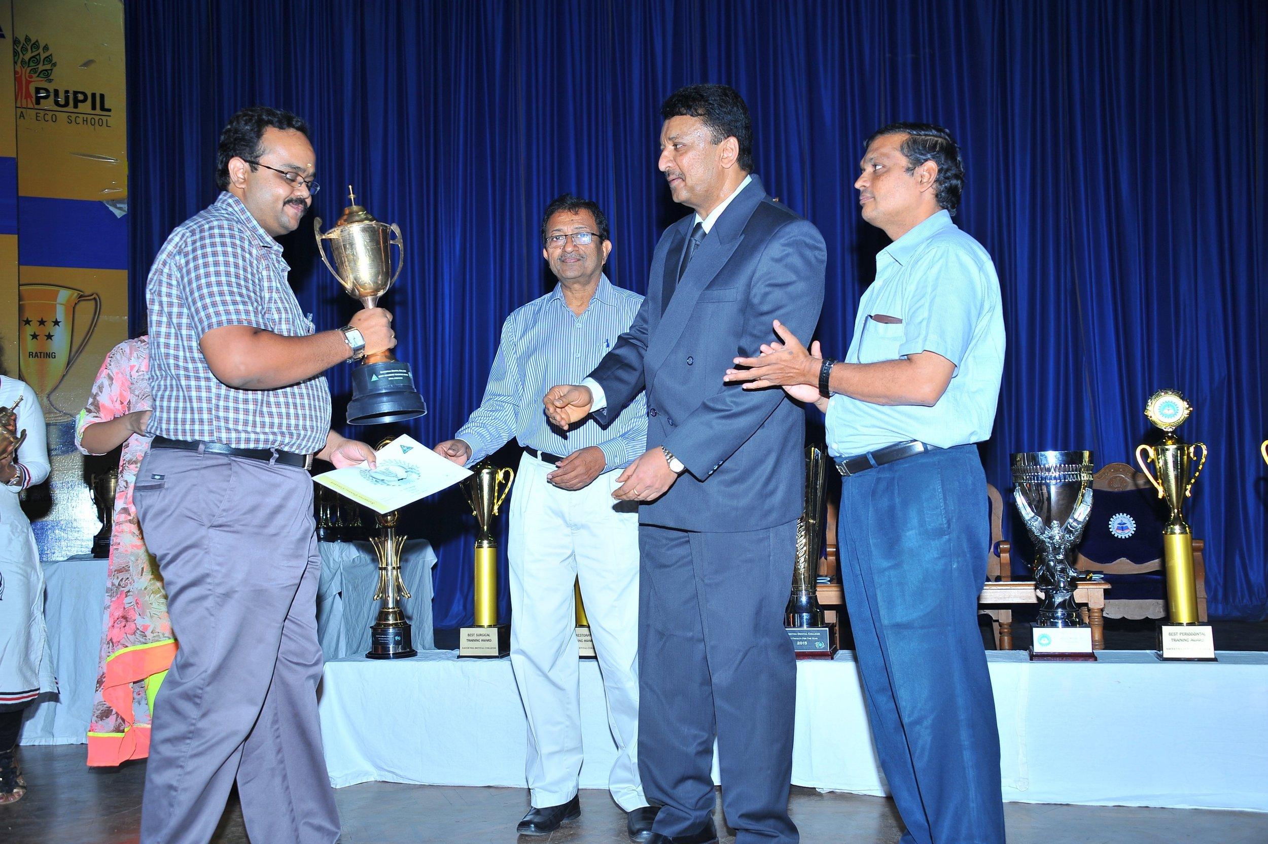 Dr.Vivek Narayan getting the 'Best Teacher' award from Dr.S.M.Balaji