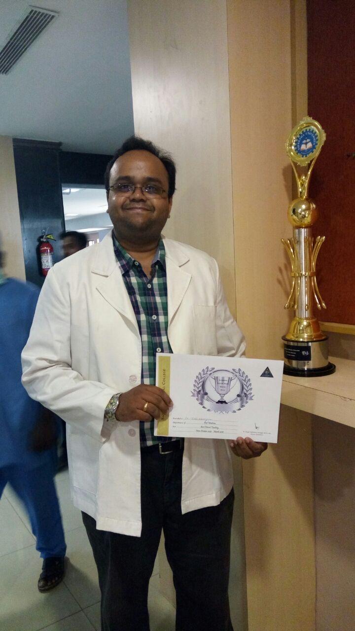 Dr.Vivek Narayan got the 'Best Clinical Trainer' award