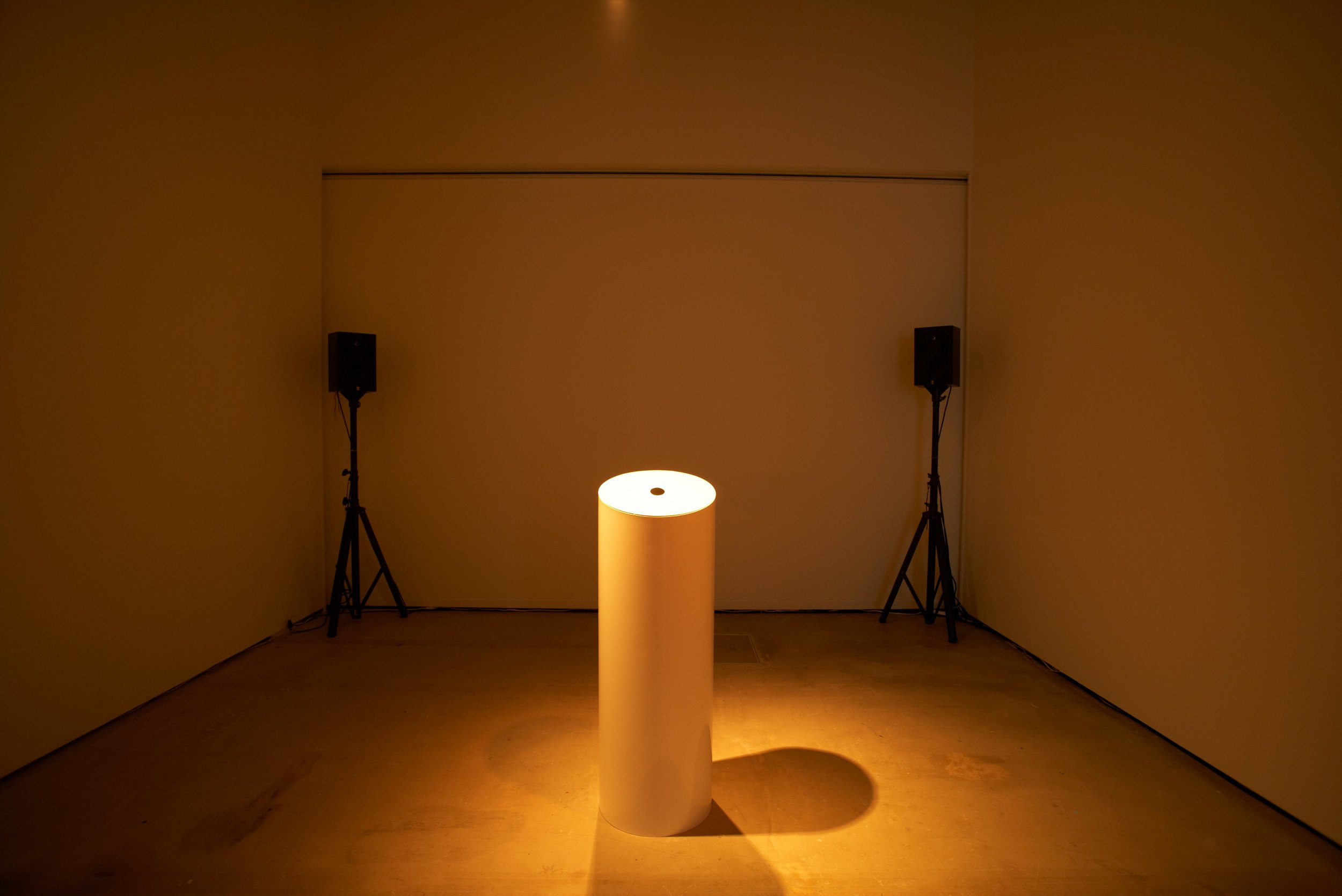Breathing Room, 2011. Installation view. Photos: T. Suda. Courtesy of Tokyo Wonder Site.