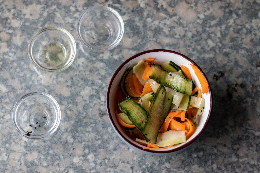 Mezclamos bien para que todas las verduras queden cubiertas.