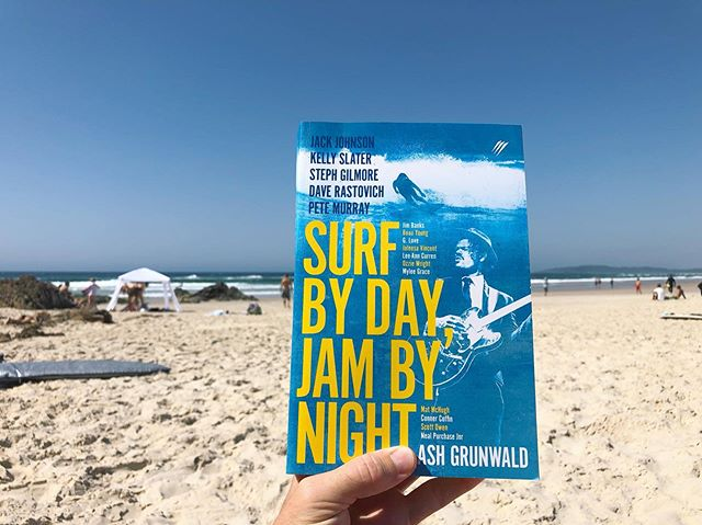 'Surf by day, Jam by night' - We'd throw a bit of reading into the mix but otherwise it sounds pretty perfect. Loving this new book by @ashgrunwald 🔥 Awesome interviews with some of the worlds best musicians and surfers including @jackjohnson @kellyslater @ozzywrong @benharper and more. It's a perfect companion for anyone who finds themselves exploring the beaches of northern NSW or the creative life. Happy long weekend, happy reading. . #ridewavesreadbooks #surfbydayjambynight #surflit #surfliterature #lostboysbookclub#lostboys
