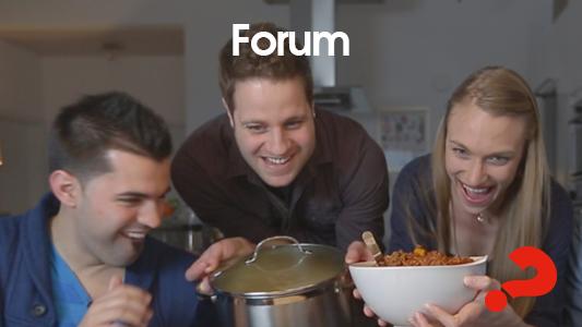 Leben im Herzen einer Gemeinde. Ein Treffen von etwa 25-35 Menschen, die sich zweiwöchentlich treffen, um anzubeten, zu beten, zu lernen und gemeinsam eine Mahlzeit zu teilen. -