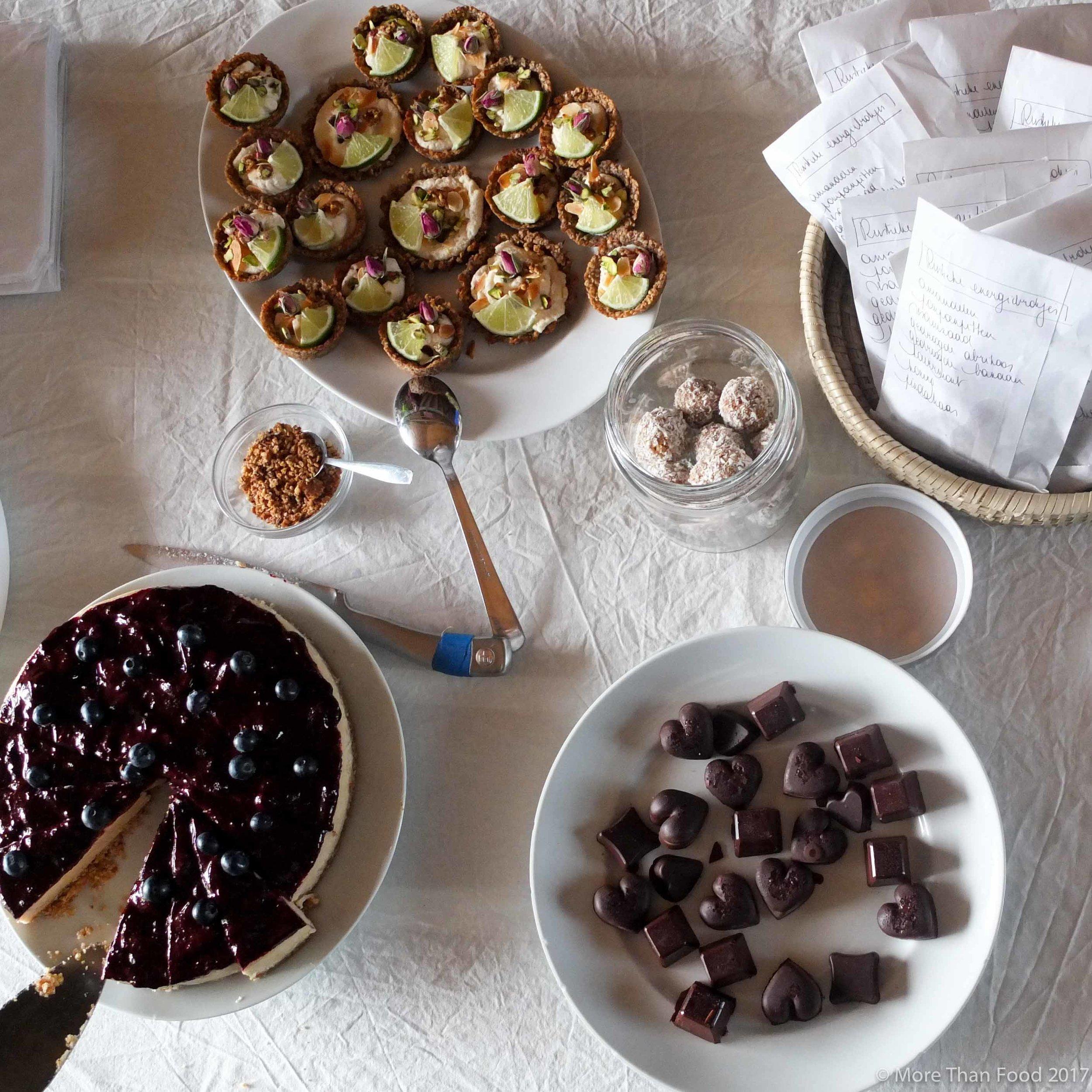 Zoete workshop: rauwe chocolade bonbons met notenvulling en maca van Biotona