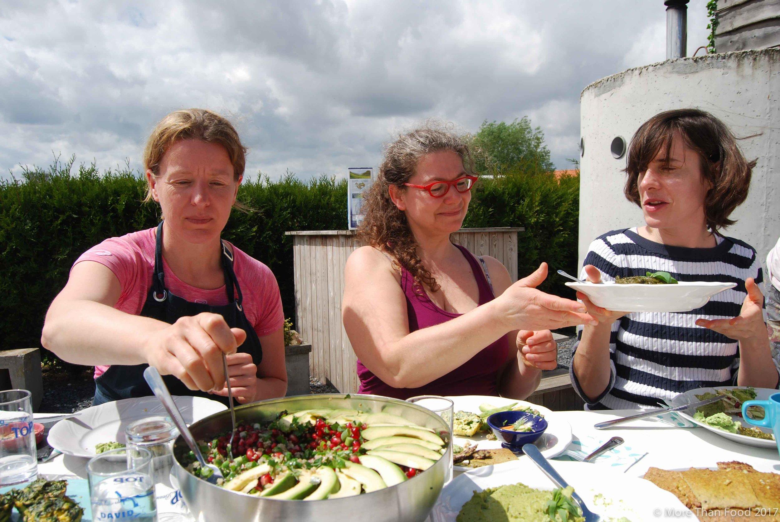 Workshop gezonde lunchboxen: eimuffins met groene groenten, quinoasalade, broccolibrood, brandnetelpesto, tuinboondip,...