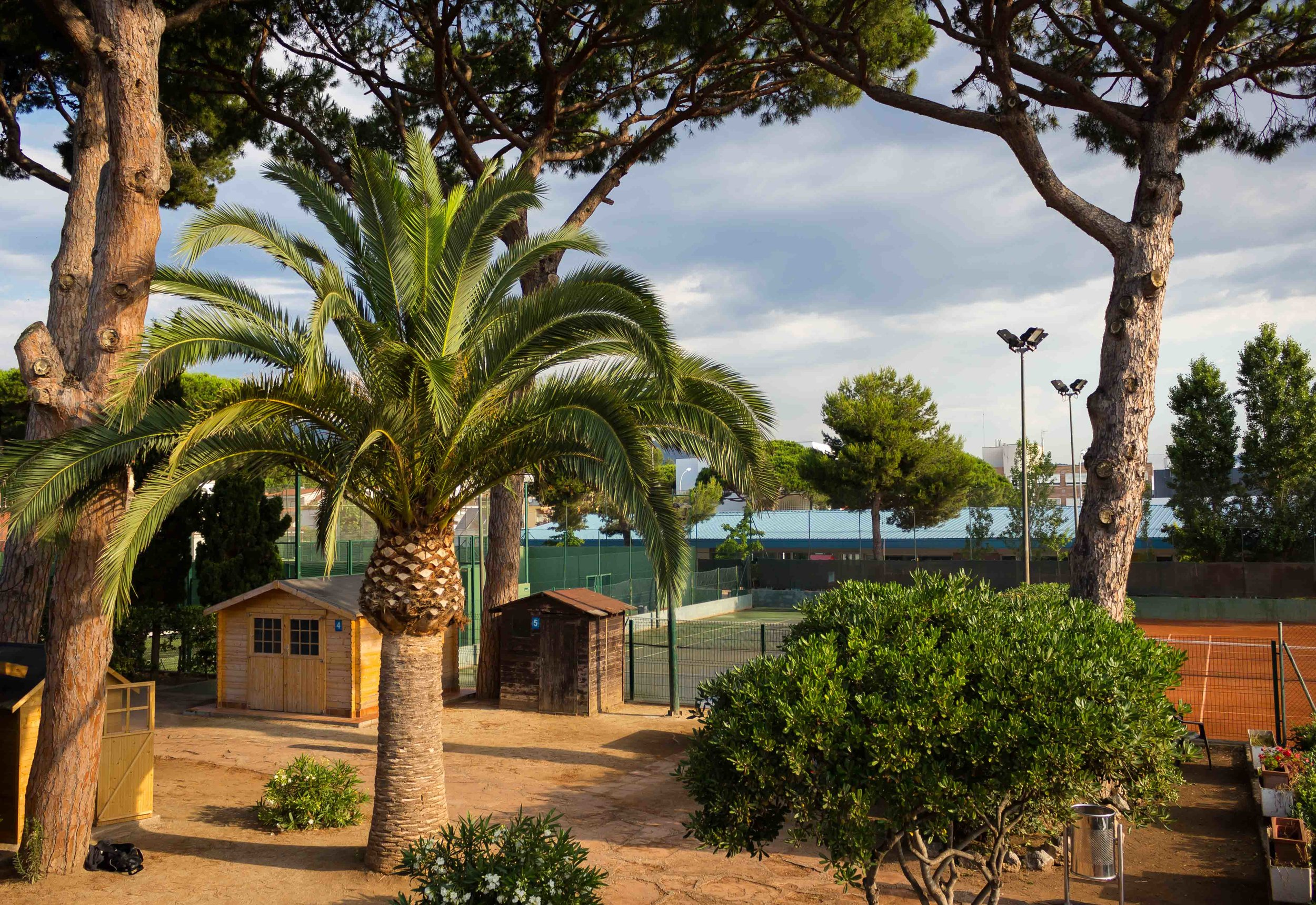 FACILITIES & LOCATION     Our tennis academy is located in Spain, in Castelldefels, a vibrant coastal village, just 20 minutes outside Barcelona and 10 minutes from the international airport. In addition, the courts are just a 5-minute walk away from a beautiful sandy beach.  Our new facilities have all the necessary structures to set up complete training programmes for our players.   LEARN MORE