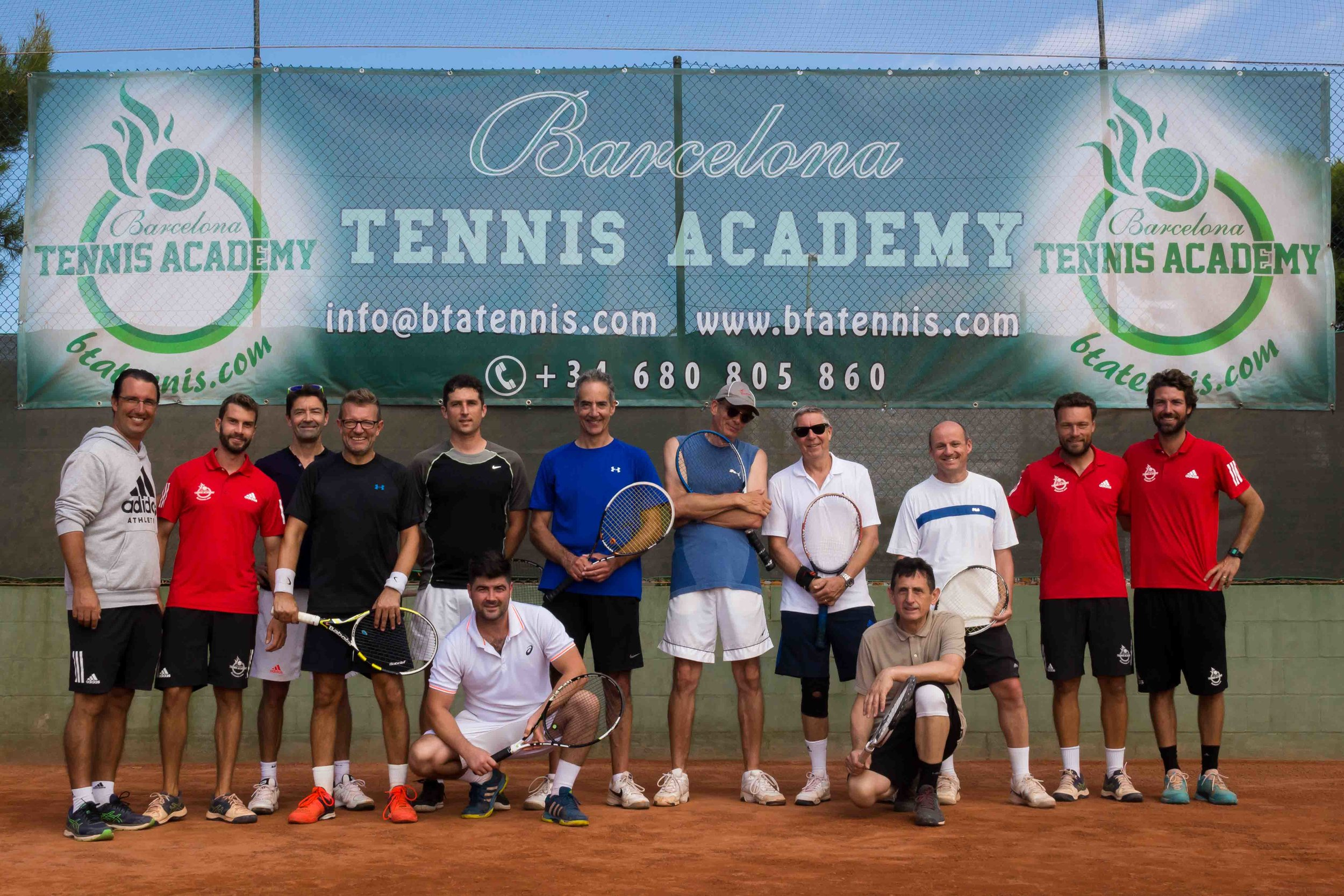 09:30 All players arrive at club.  09:30-10:00 Fitness warm-up  10:00-12:00 Tennis training: technical drills  12:00 Lunch  14:00-16:00 Tennis training, tactical drills and match play  16:00 Cool-down and stretching