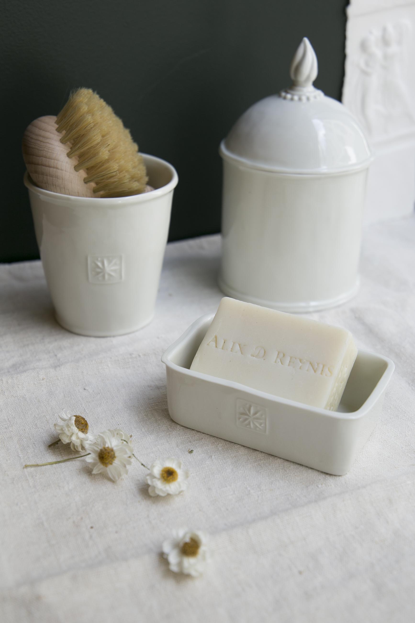Pot-savon-brosse.jpg