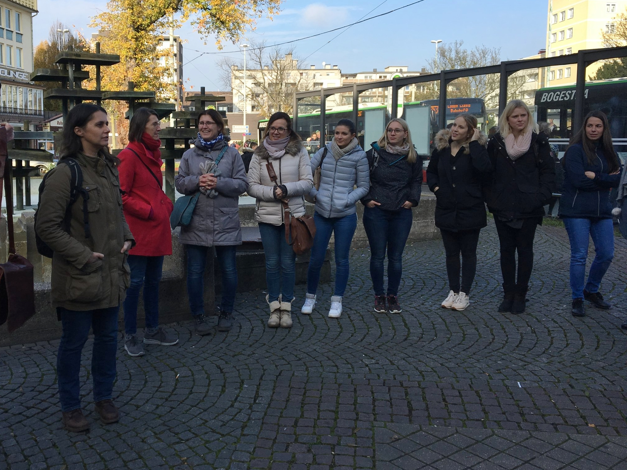 Students from the Hochschule für Gesundheit preparing to collect data using the noise survey app.