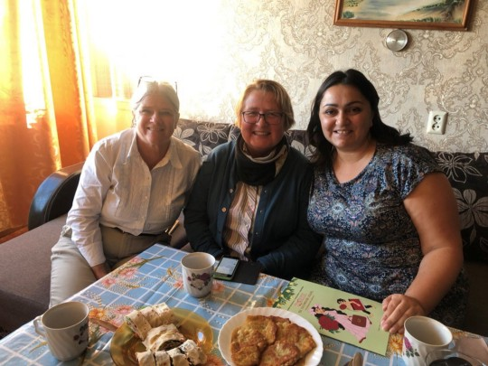 Susan Barfield (at left) at the home of a Roma activist.
