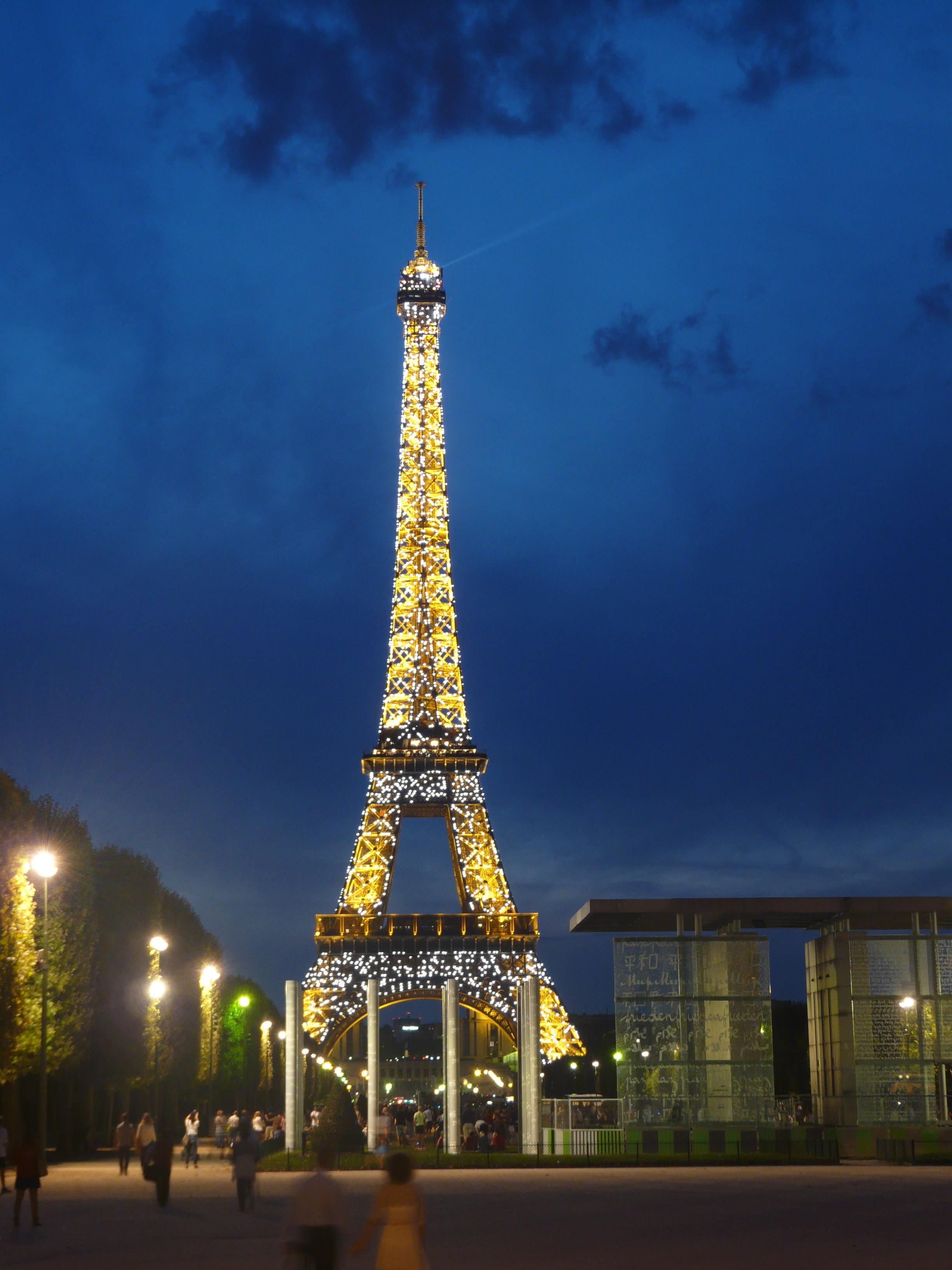 Eiffel tower - Joe Martinez
