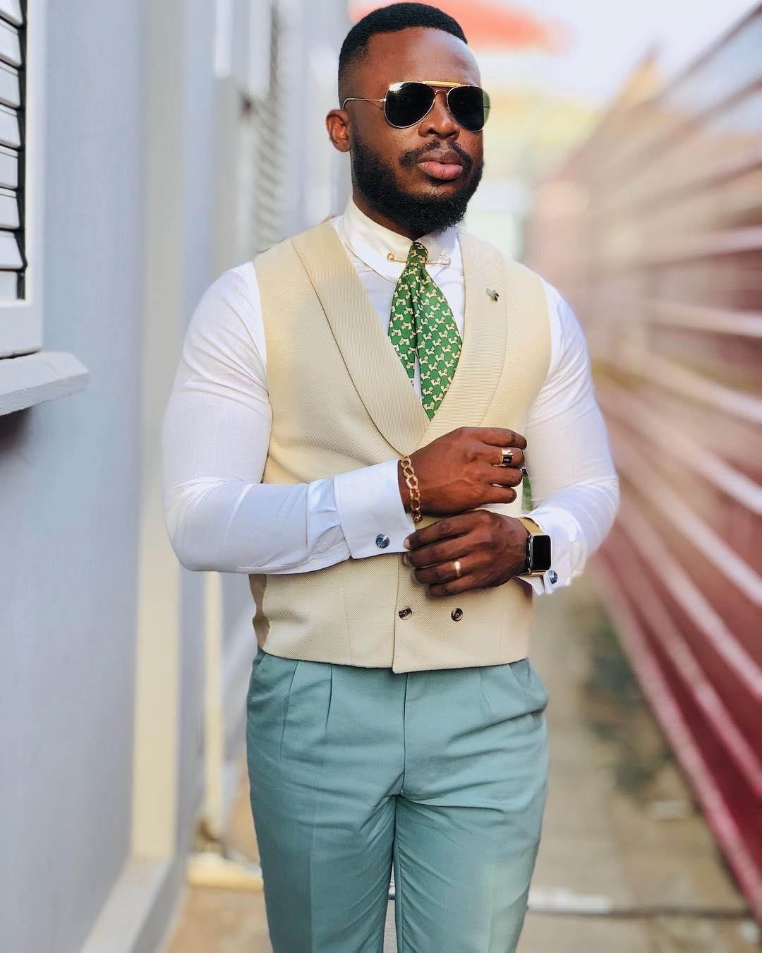 Nilson Lourenço - Se tirássemos os acessórios e talvez a gravata ele iria brilhar na mesma, pois a combinação de cores deste look está no pico da montanha! O alfinete no colarinho da camisa