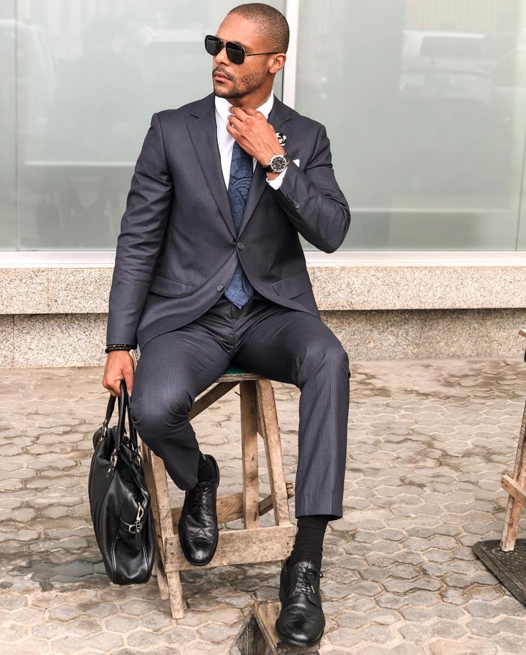 Marko D'Santo - Tinha de ser o Marko para mostrar-nos o fato certo para um dia corrido de reuniões sem esquecer claro a gravata com estampa padronizada que elevou o look para outro nível!