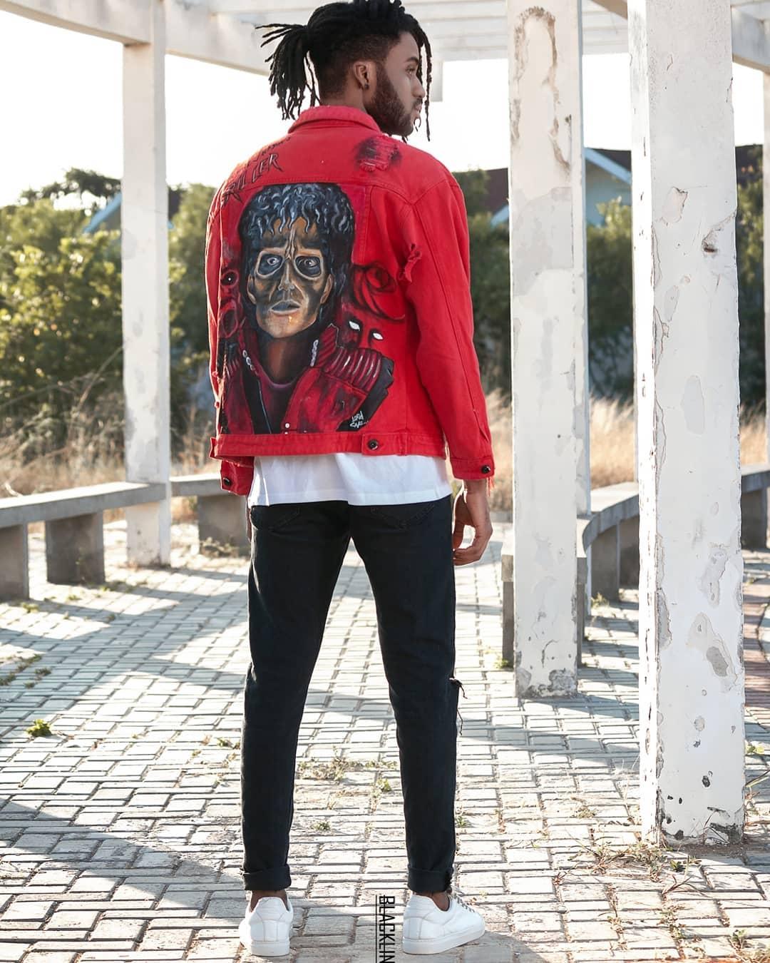 Mertin Luwis - Com uma obra de arte destas no casaco @freshofficial_angola, não há chances de ficar fora do nosso top!Foto : @jcesarofficial @blacklineproduction_official