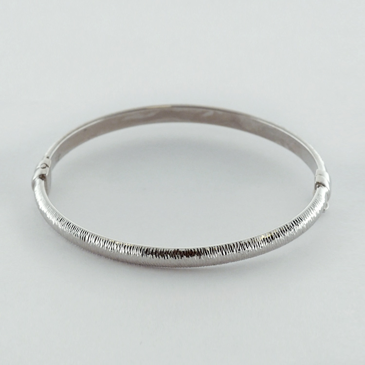 <b>White Gold Bangle</b><br>reg.RT:$852/ Promotion:$569<br>14K White Gold