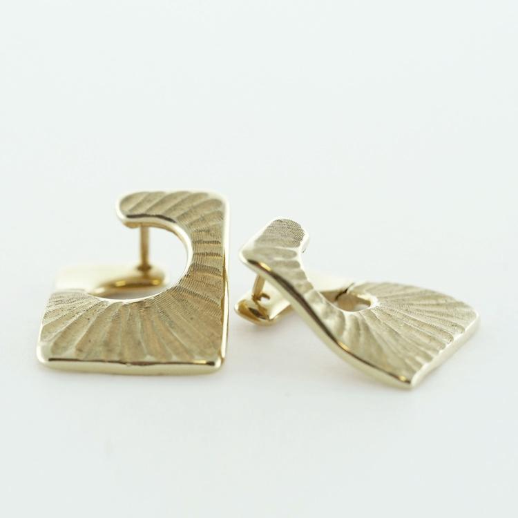 <b>Ripple Hoops</b><br>reg.RT: $709/ Special: $350<br>14K Yellow Gold
